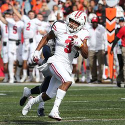 Kendric Pryor with a long reception in the 4th quarter vs Illinois. The 35-yard reception would leave UW with a first and goal from the Illini two yard line.
