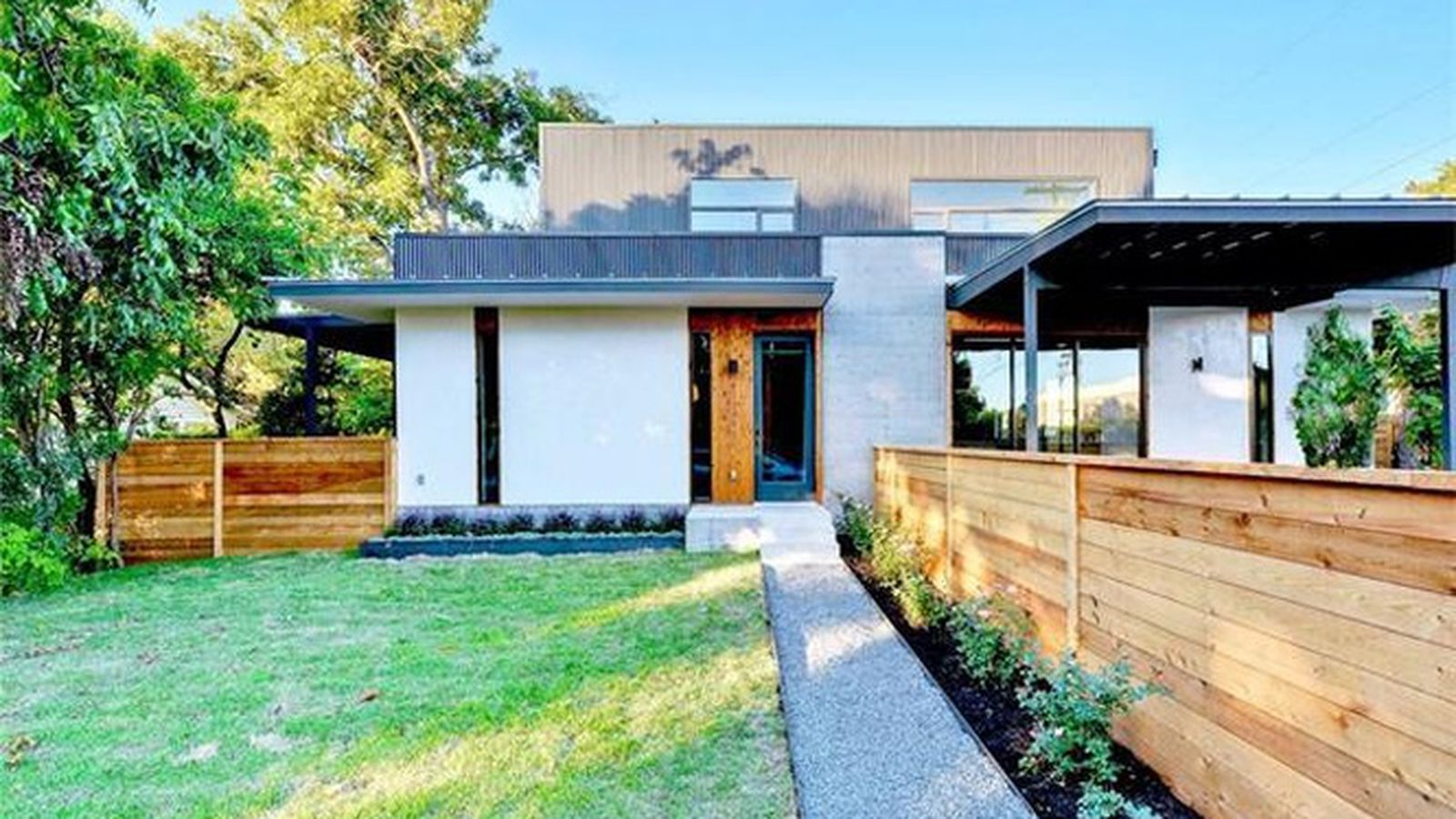 Mod new home by lauded austin architect hits the market for Modern houses for sale austin