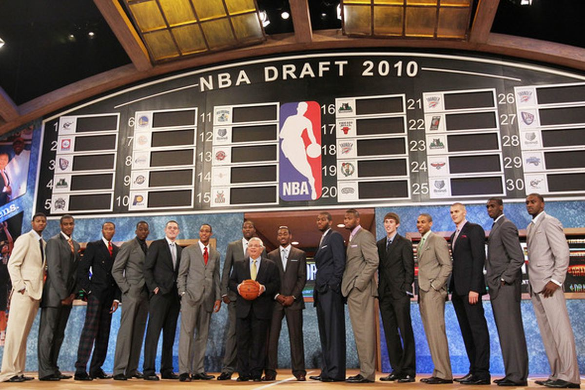 NEW YORK - JUNE 24:  NBA Draft prospects stand with NBA Commisioner David Stern prior to the NBA Draft at Madison Square Garden on June 24, 2010 in New York City.  (Photo by Al Bello/Getty Images)
