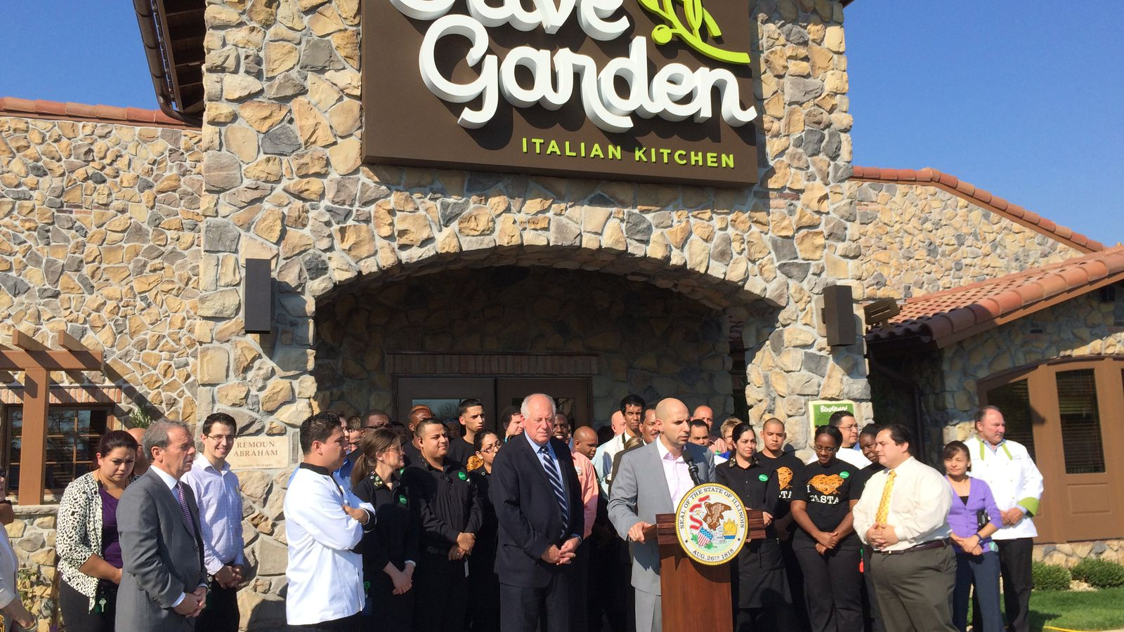 Chicago 39 S First Olive Garden Opens And Reveals Garlic