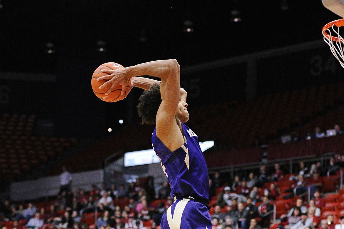Dots: Husky hoops hits the road - UW Dawg Pound