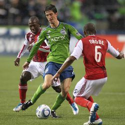 SEATTLE - MAY 14: Alvaro Fernandez #15 of the Seattle Sounders FC dribbles against Diego Chara #21 and Darlington Nagbe #6 of the Portland Timbers at Qwest Field on May 14, 2011 in Seattle, Washington. (Photo by Otto Greule Jr/Getty Images)