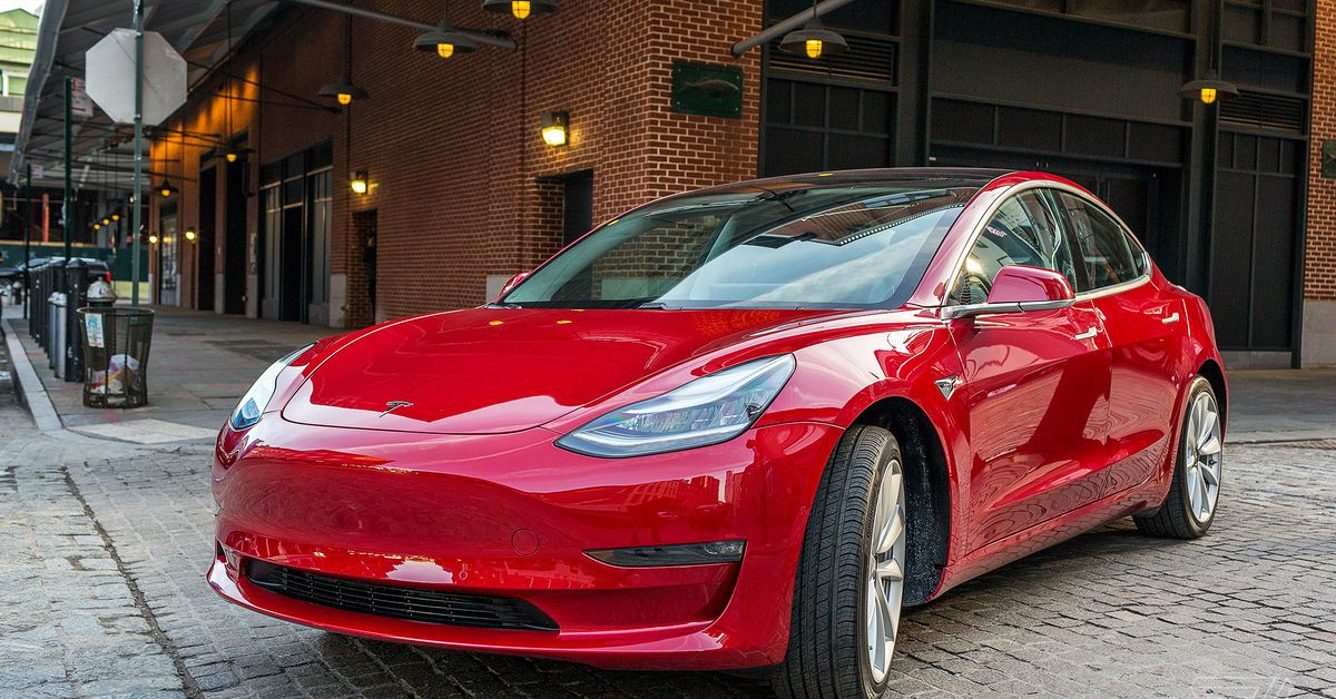 Tesla reportedly won't sell the ,000 Model 3 anymore