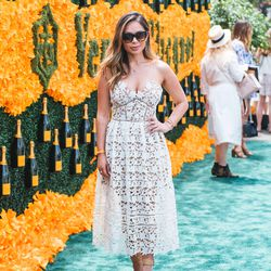 How does blogger Marianna Hewitt pull off this much sheer?