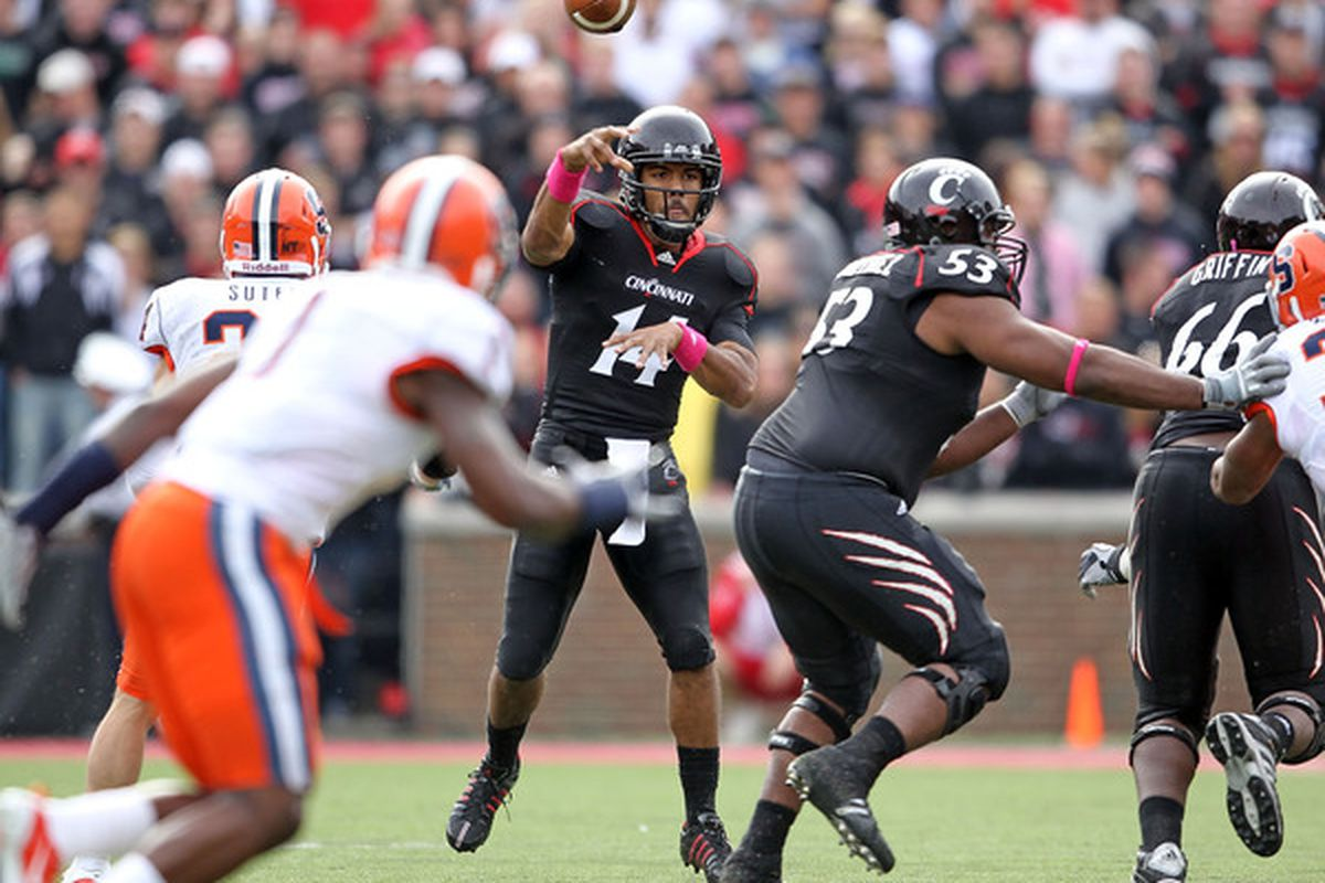 CINCINNATI - OCTOBER 30: Chazz Anderson #14 of the Cincinnati Bearcats throws a pass during the Big East Conference game against the Syracuse Orange at Nippert Stadium on October 30 2010 in Cincinnati Ohio.  (Photo by Andy Lyons/Getty Images)