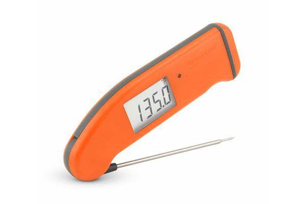 An orange thermapen displaying 135 degrees