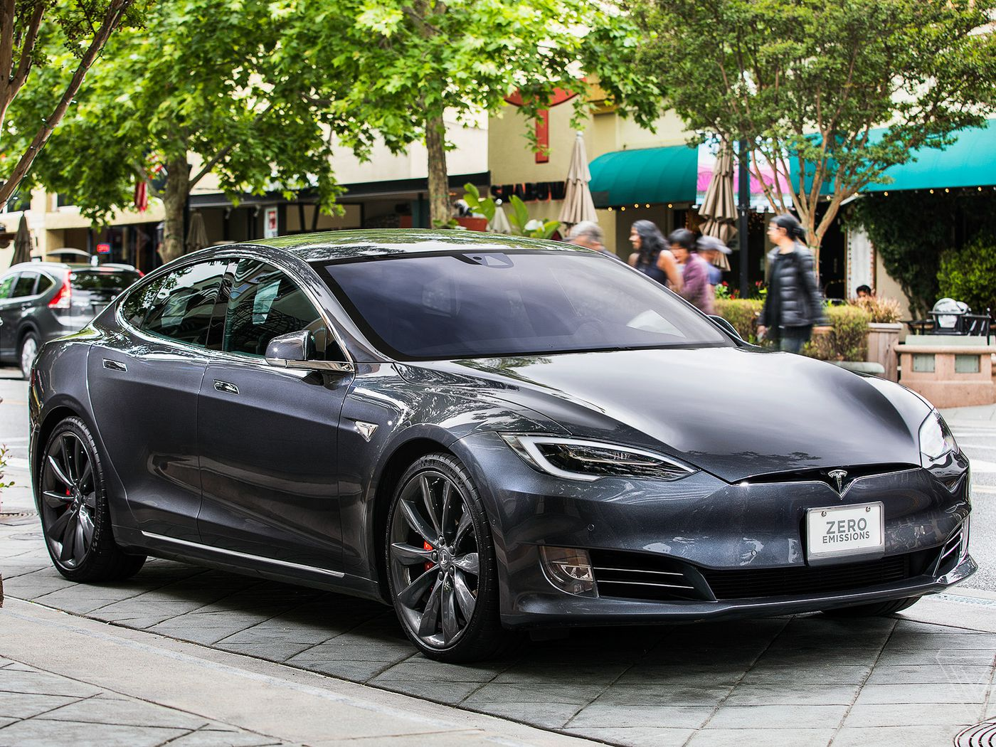Tesla S Model S Is The First Electric Car With 400 Mile Range Epa Rating The Verge