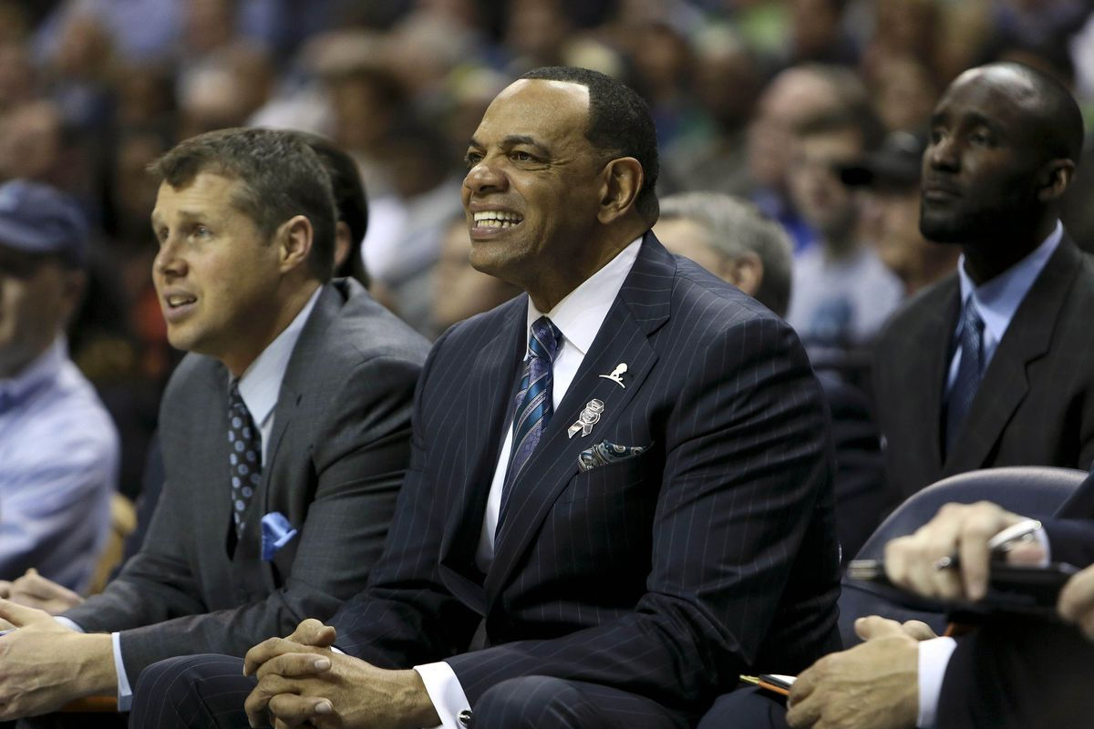 Lloyd Pierce (back) while with Lionel Hollins and the Grizzlies.