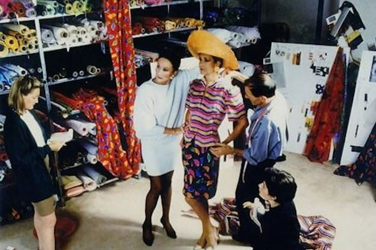 """The countess, in white, at her Paris studio in 1990. Photo: <a href=""""http://www.vanityfair.com/style/features/2010/09/jacqueline-deribes-slide-show-201009_slideshow_item8_9"""">Vanity Fair</a>"""