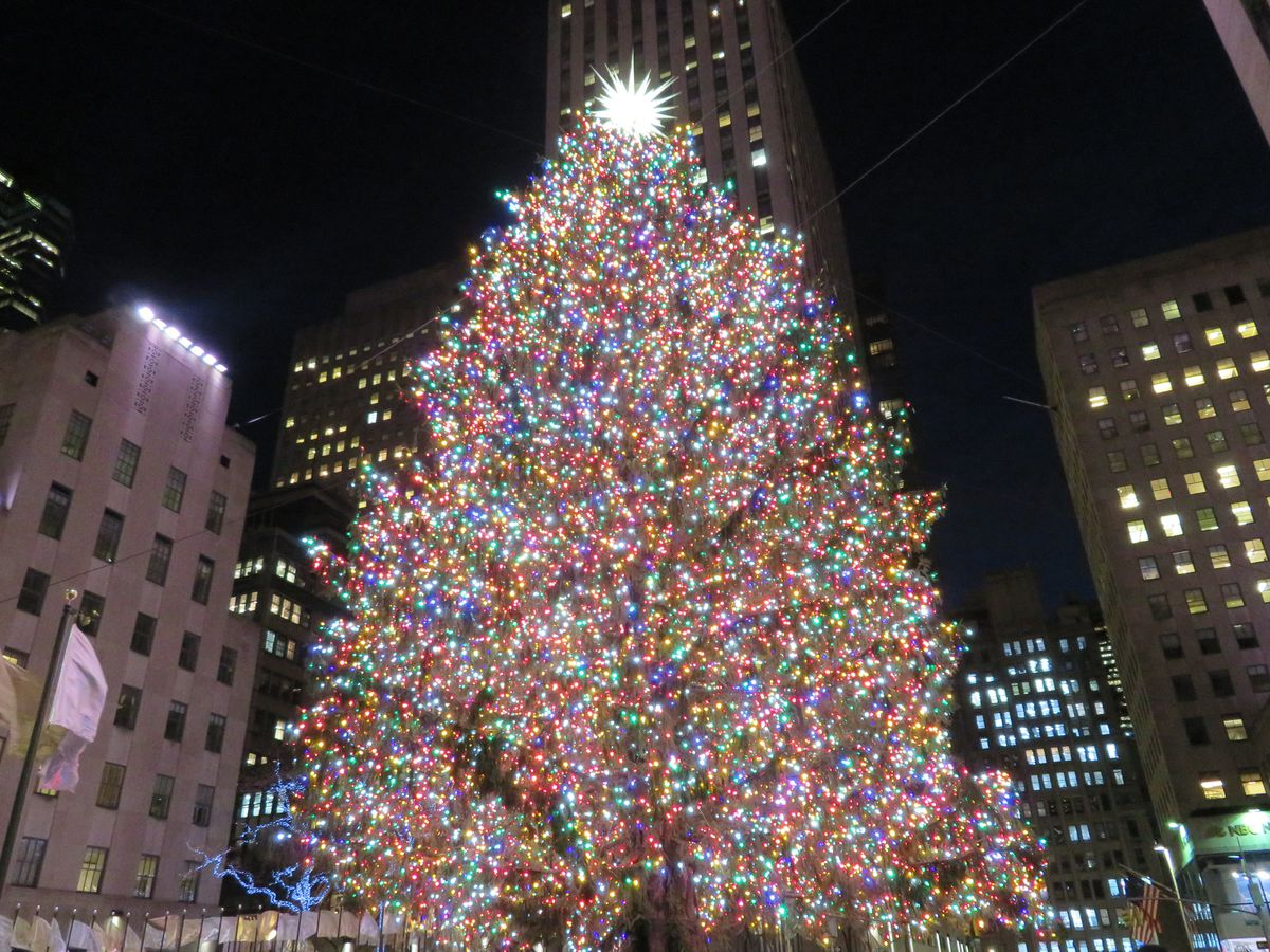 Light Day Start Sax Fifth Ave Nyc Christmas Tree Lighting 2020 The best holiday displays in NYC, mapped   Curbed NY