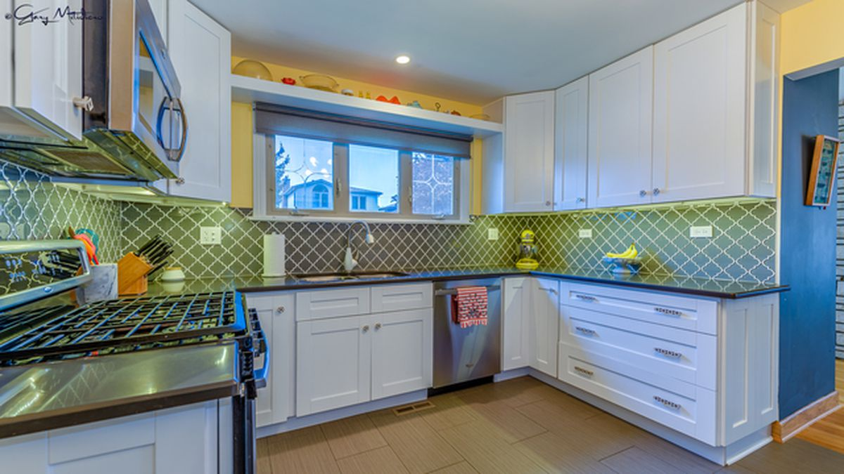 Cute and colorful post-war bungalow in Mt. Greenwood asks $340K ...