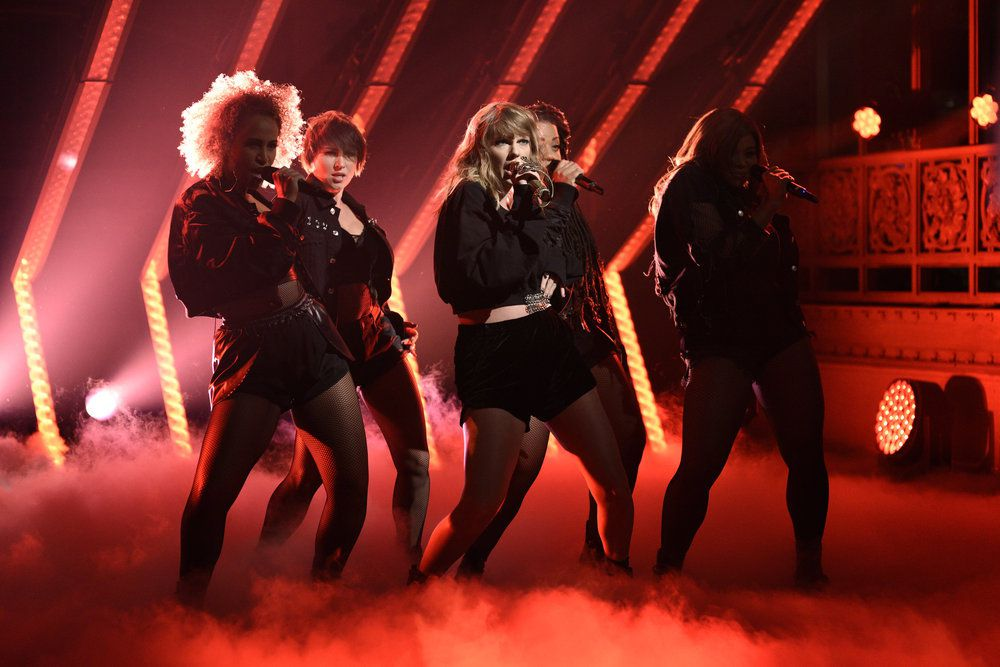 Taylor Swift Performs On Saturday Night Live
