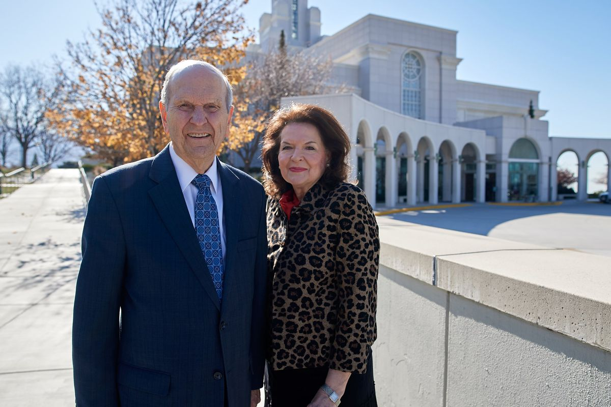Church President Russell M. Nelson and his wife, Sister Wendy Nelson, stand in front of the Bountiful Utah Temple