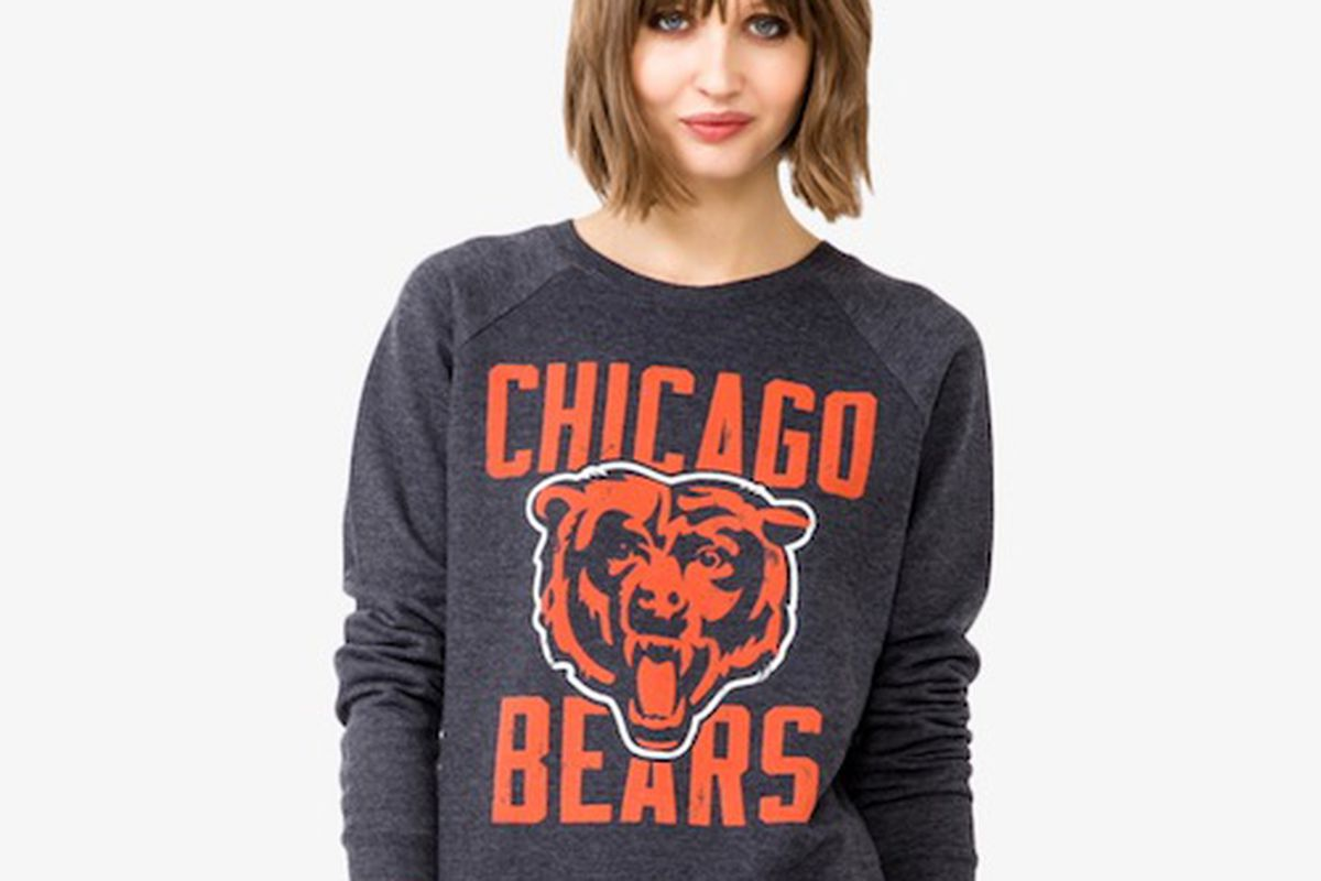 """Image via <a href=""""""""></a><a href=""""http://www.forever21.com/product/product.aspx?br=F21&amp;category=Promo_sport-logo-tees&amp;productid=2022696449&amp;variantid="""">Forever 21</a>"""