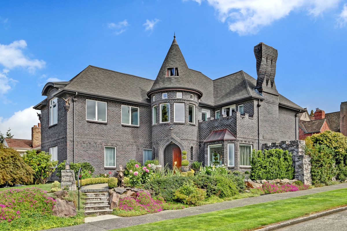 Castle Like Home In Magnolia Has Turret Library Curbed