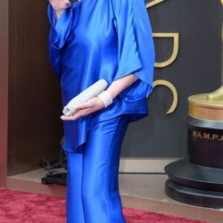 Liza Minelli giving us disco vibes in a cobalt blue silk pantsuit.