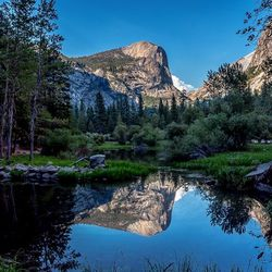 Mirror lake... Right after our 26km hike up the Yosemite falls, we went down thru mirror lake. I had to take a picture cause this landscape was amazing !