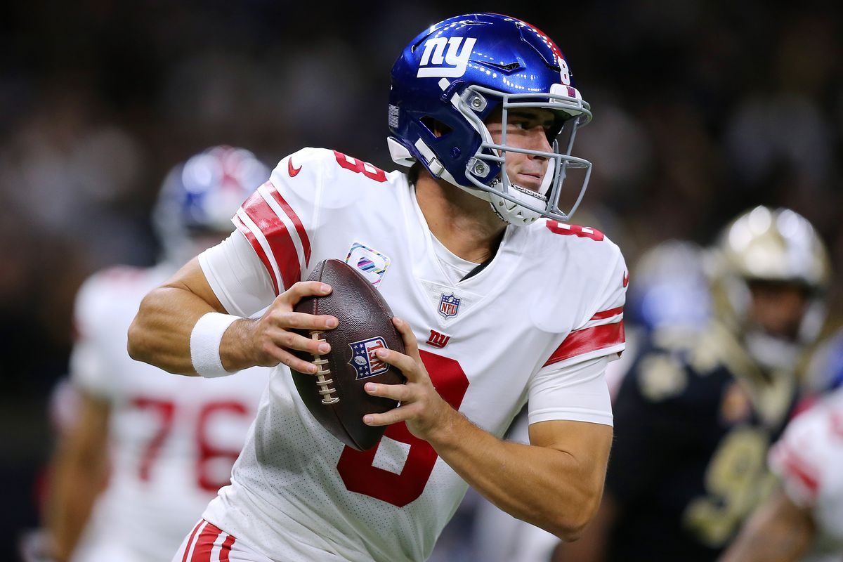 Daniel Jones #8 of the New York Giants throws the ball against the New Orleans Saints during a game at the Caesars Superdome on October 03, 2021 in New Orleans, Louisiana.