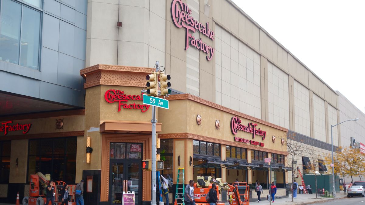 The Cheesecake Factory store locations in New York Below is a list of The Cheesecake Factory mall/outlet store locations in New York, with address, store hours and phone numbers. The Cheesecake Factory has mall stores across the United States, with 6 locations in New York.