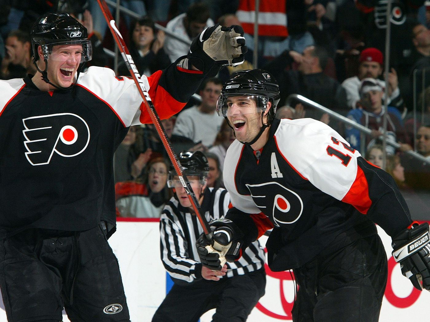 dc9c52a19 Today in Philadelphia Flyers history: Streak hits 27, comeback win for  Neilson, Tocchet Gordie Howe hat trick, Gagne buries Avs - Broad Street  Hockey