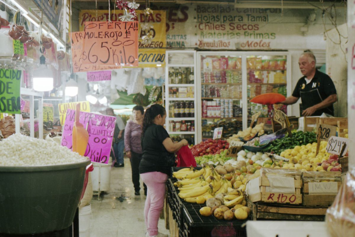 A typical fruit stall at Mercado Tacubaya