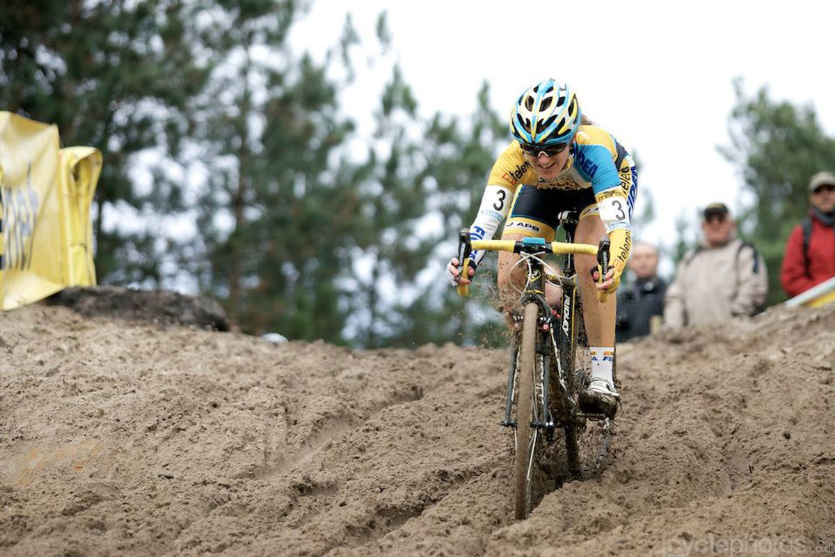 Amy Dombrowski tackles the pit in the 2012 Zonhoven race.