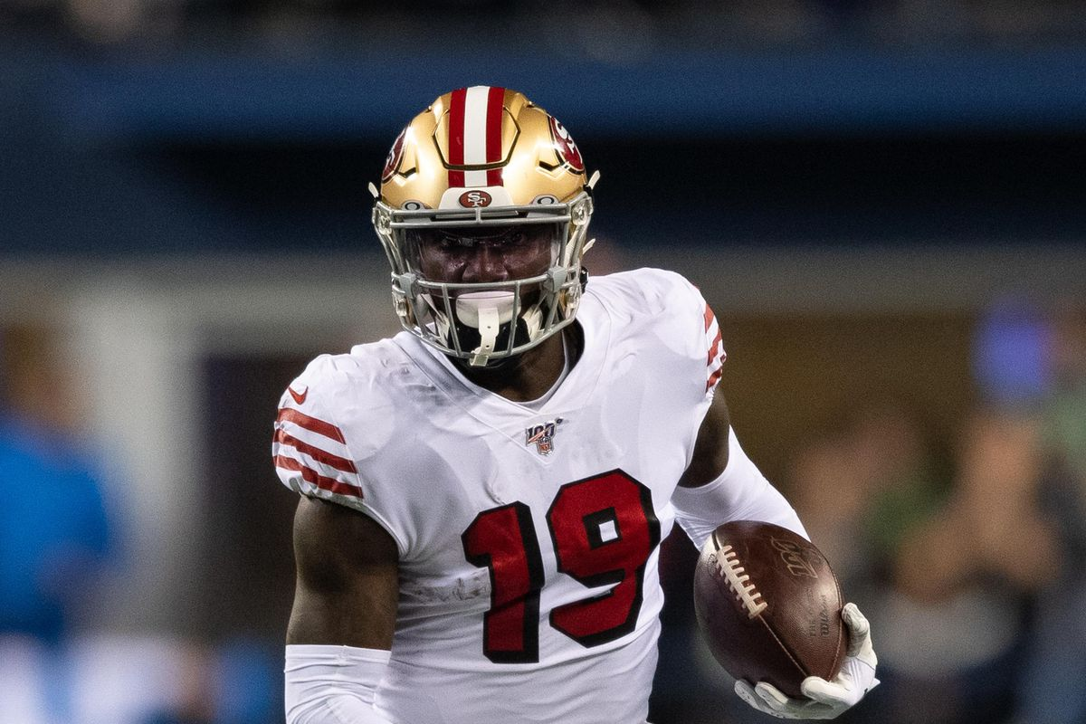 San Francisco 49ers wide receiver Deebo Samuel carries the ball against the Seattle Seahawks during the first half at CenturyLink Field.