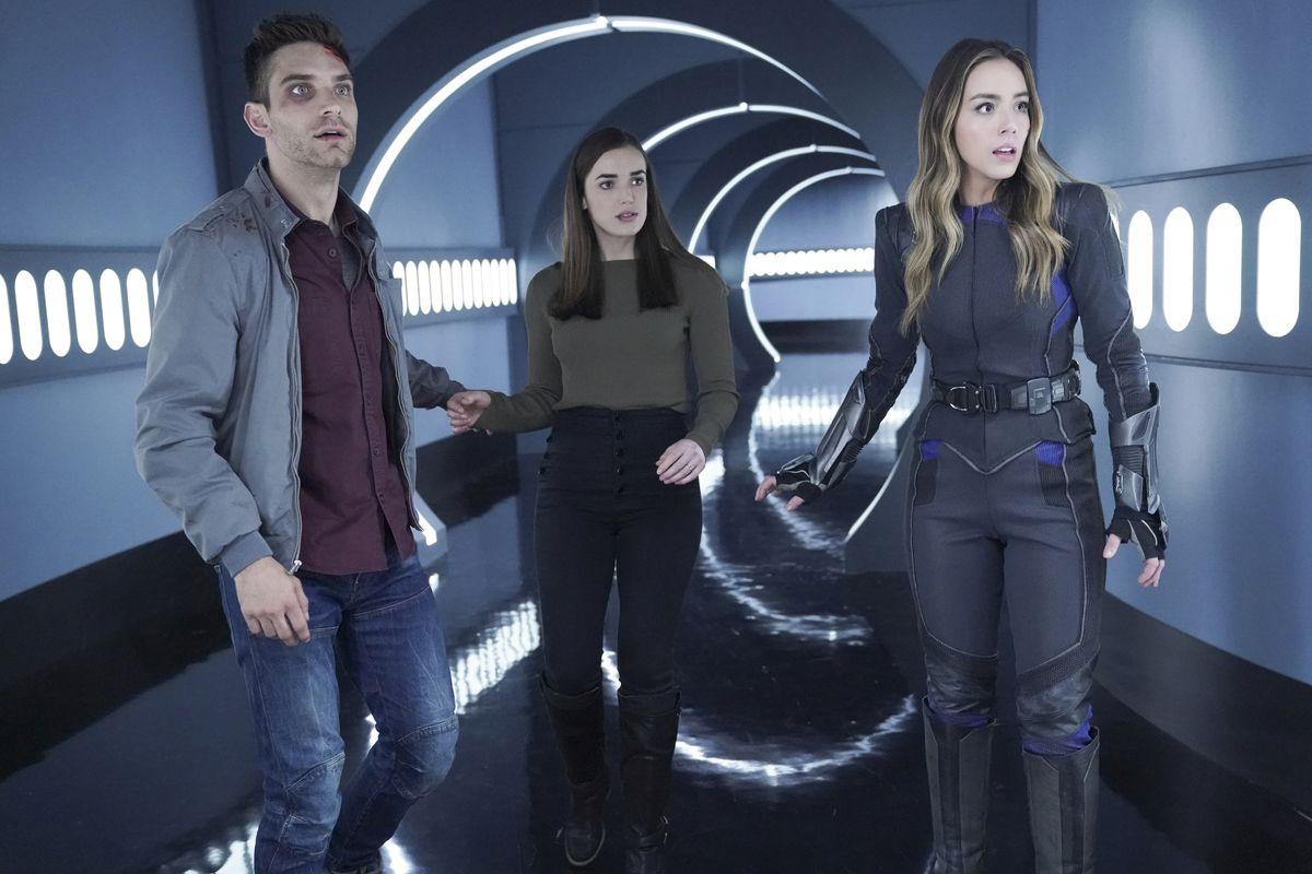 JEFF WARD, ELIZABETH HENSTRIDGE, CHLOE BENNET running through a hall in Agents of Shield finale