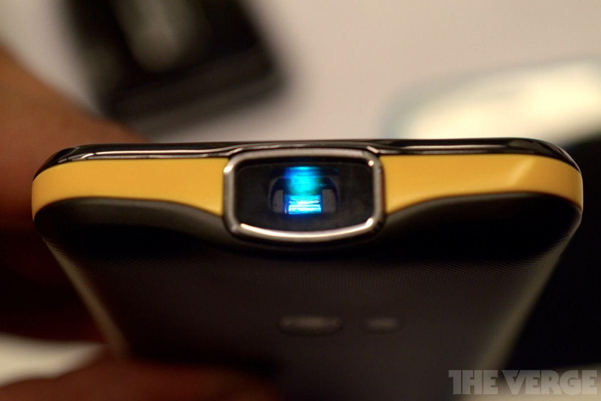 Gallery Photo: Samsung Galaxy Beam closer hands-on