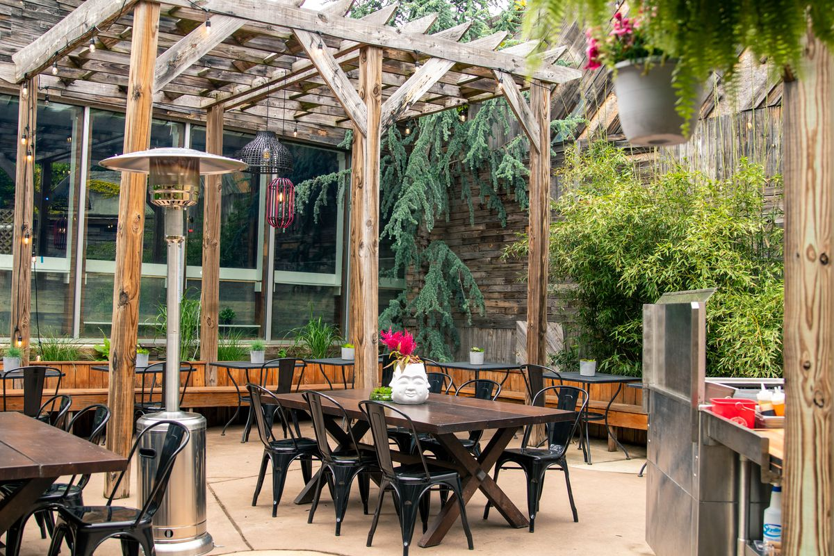 ber garden with tables and pergola