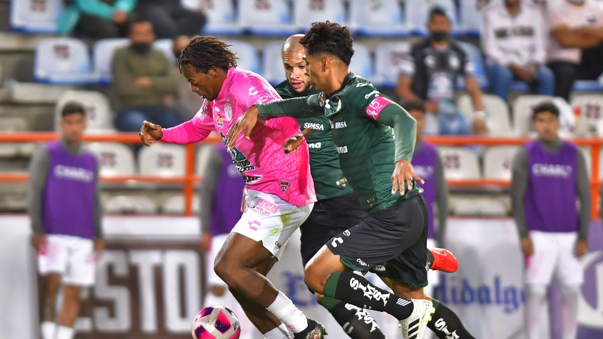 Romario Andres Ibarra (L) of Pachuca fights for the ball with Matheus Doria (C) and Hugo Isaac Rodriguez (R) of Santos during the 13th round match between Pachuca and Santos Laguna as part of the Torneo Grita Mexico A21 Liga MX at Hidalgo Stadium on October 16, 2021 in Pachuca, Mexico.