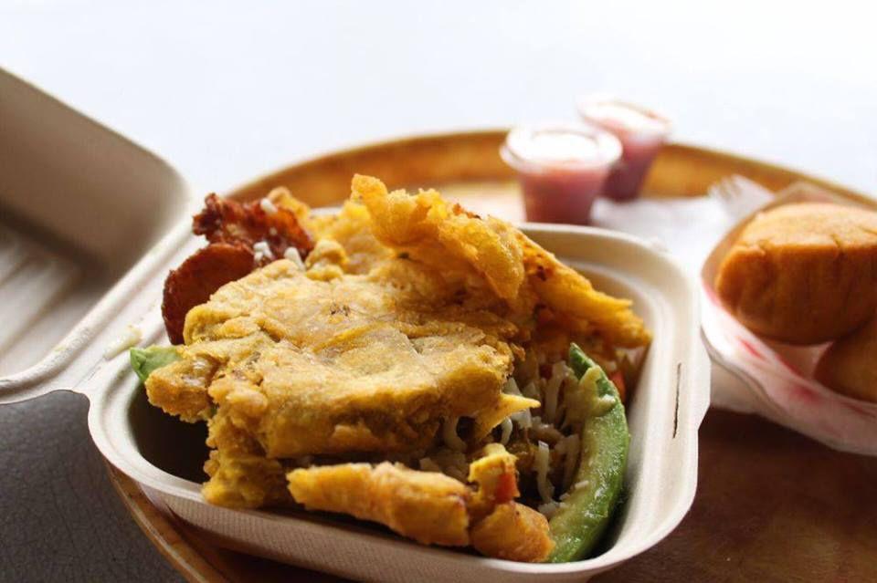 Patacones with chicken at Artessano