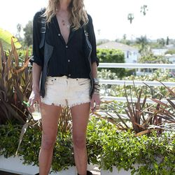 """Boho-cool hero/model Erin Wasson at <a href=""""http://la.racked.com/archives/2010/03/29/erin_on_melrose_and_crescent_heights.php"""">Melrose and Crescent Heights</a>. Photo by M. Lutzker"""