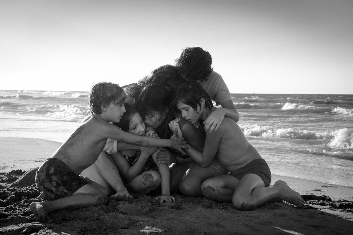 Roma - people huddled on a beach