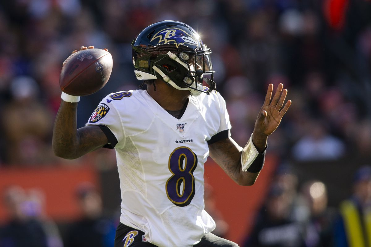 Baltimore Ravens quarterback Lamar Jackson throws the ball against the Cleveland Browns during the first quarter at FirstEnergy Stadium.
