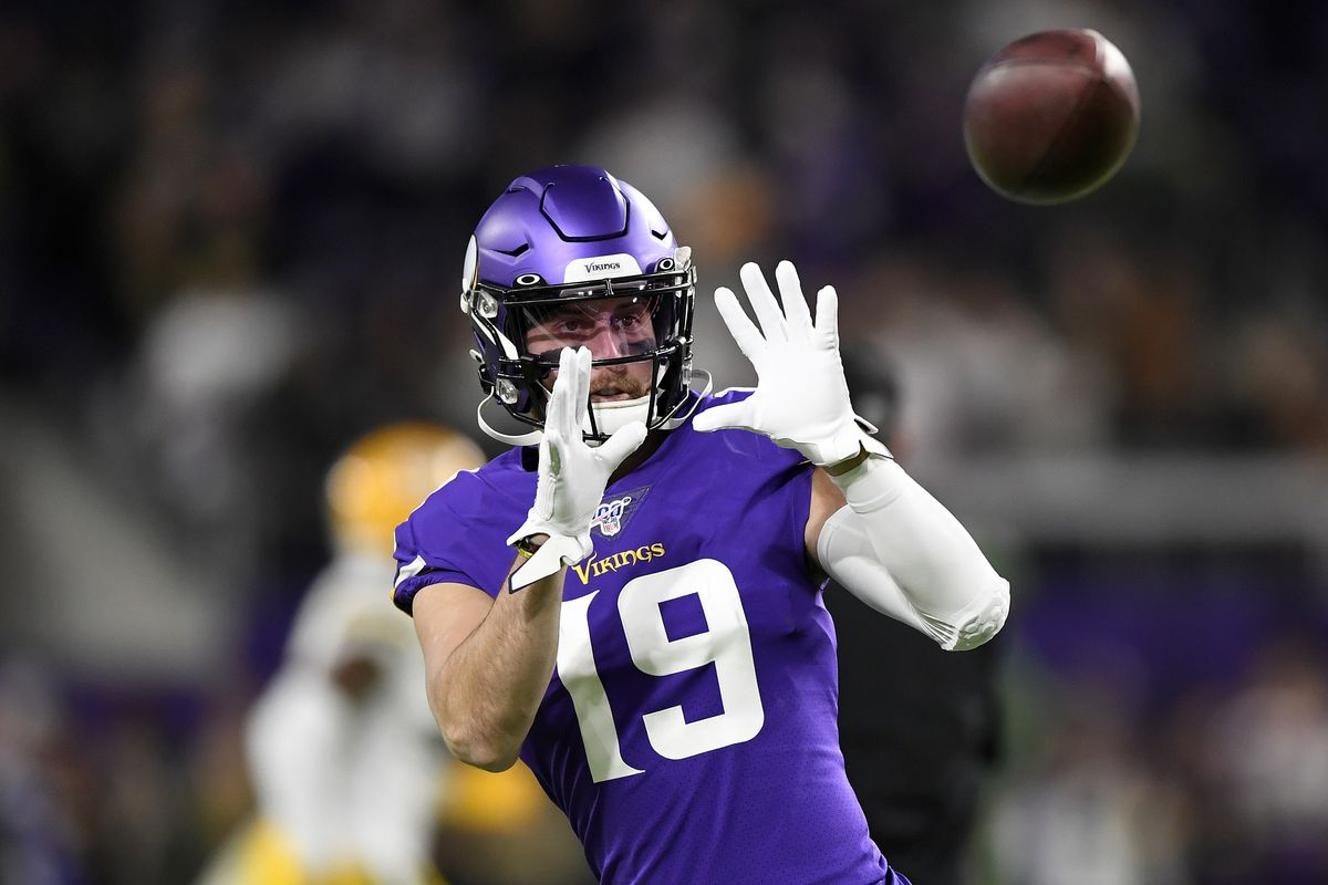 Wide receiver Adam Thielen #19 of the Minnesota Vikings warms up before the game against the Green Bay Packers at U.S. Bank Stadium on December 23, 2019 in Minneapolis, Minnesota.