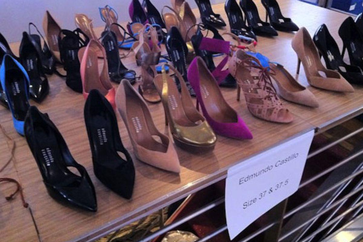 "Edmundo Castillo sale via <a href=""http://www.mizhattan.com/2011/06/sample-sale-steal-heels-at-edmundo.html?utm_source=feedburner&amp;utm_medium=feed&amp;utm_campaign=Feed%3A+Mizhattan+%28Mizhattan%29"">Mizhattan</a>"