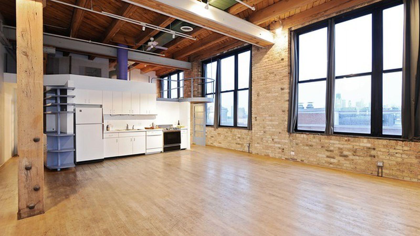 Open floor plan 39 duplex 39 loft in lincoln park seeks 300k for Nyc duplex for sale