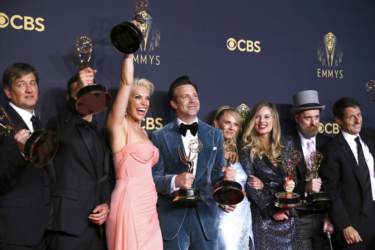 """Hannah Waddingham, third from left, Jason Sudeikis, Juno Temple, and the team from """"Ted Lasso"""" pose for a photo at the 73rd Emmy Awards."""