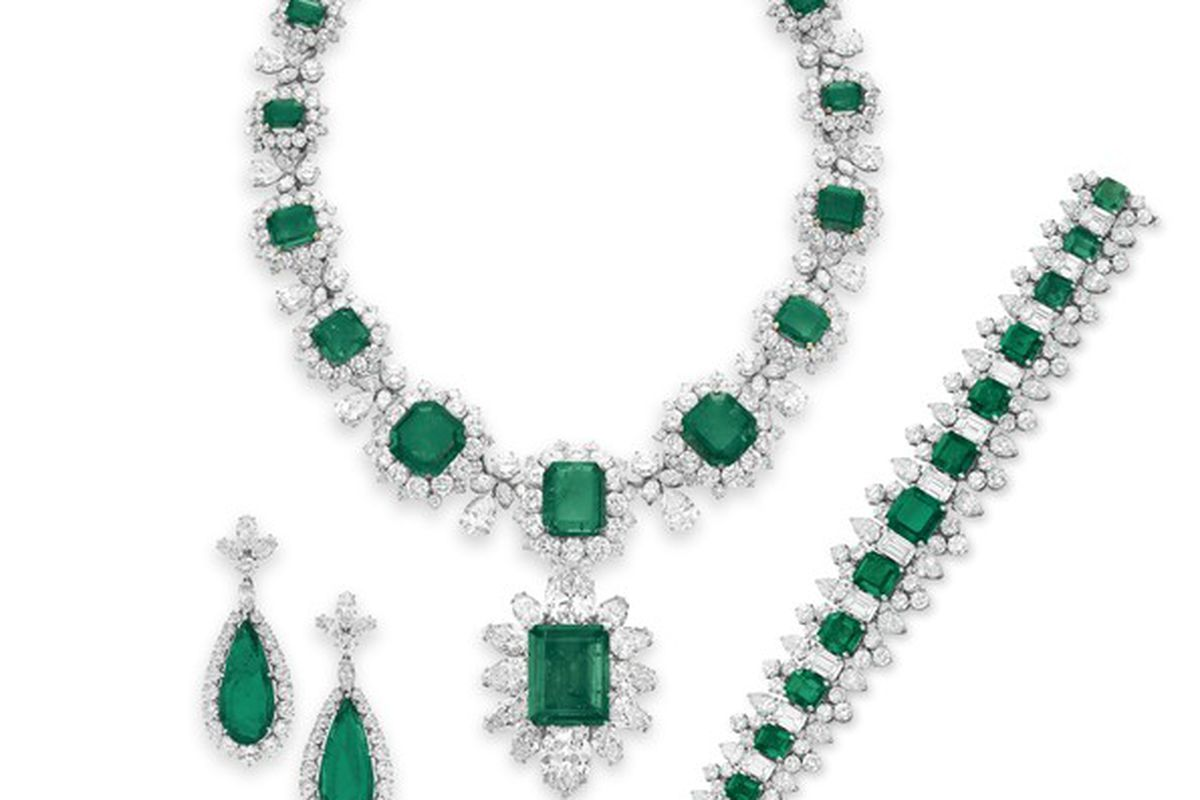 """Bulgari emerald and diamond jewelry formerly owned by Liz Taylor. Photo via <a href=""""http://www.forbes.com/pictures/ehgm45jjfk/bvlgari-emerald-suite-2/"""">Forbes</a>."""