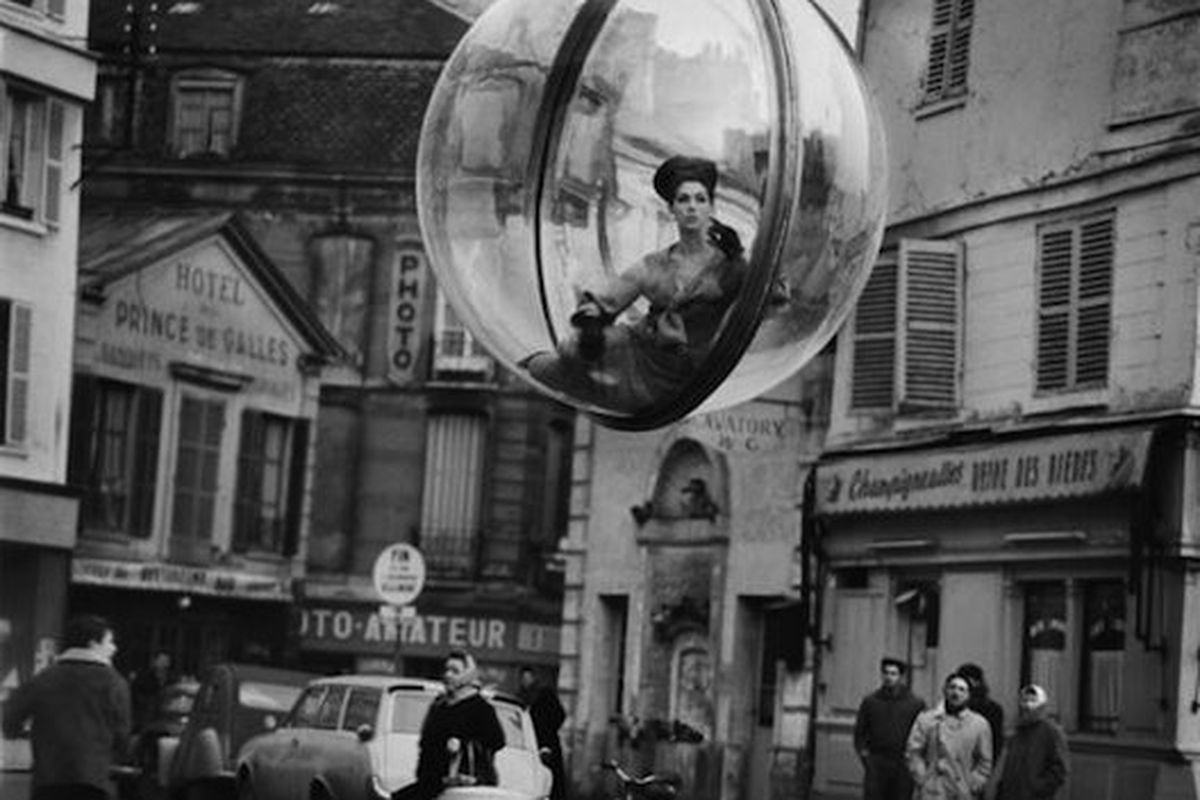 """Melvin Sokolsky's photo for Harper's magazine, 1963, via <a href=""""http://www.boingboing.net/2010/07/13/bubbles-of-fashion-s.html"""">Boing Boing</a>"""