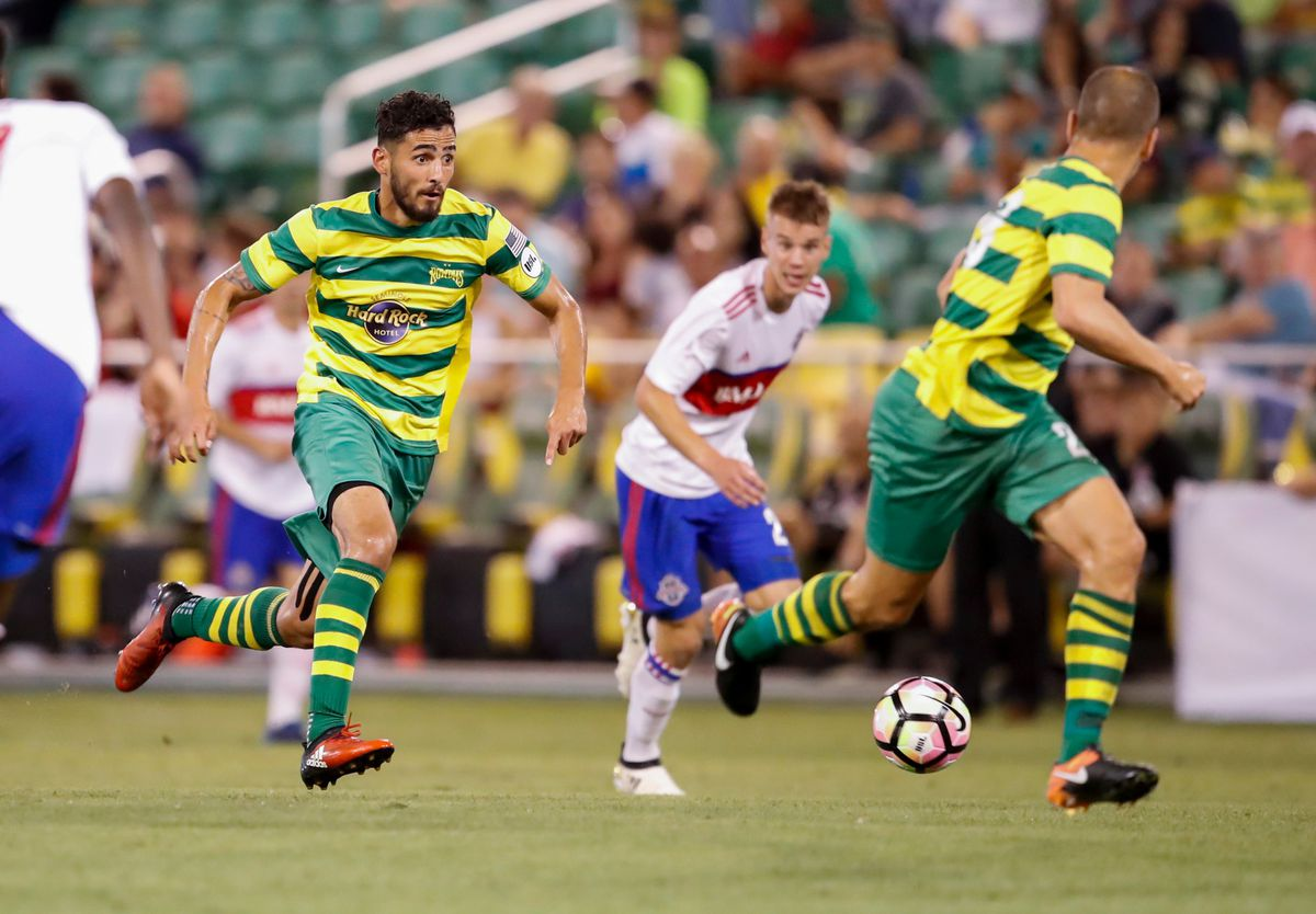 Fernandes and Cole charge up field