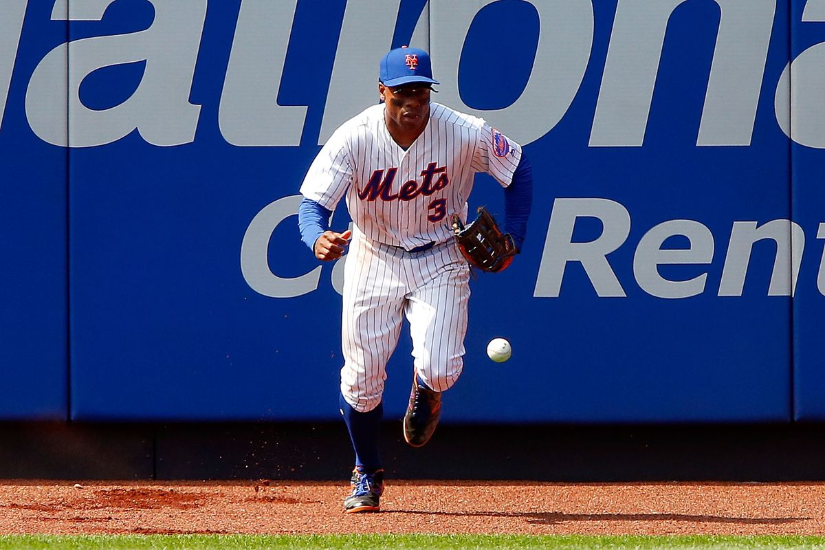Mets top prospect Amed Rosario sneaks through first hit