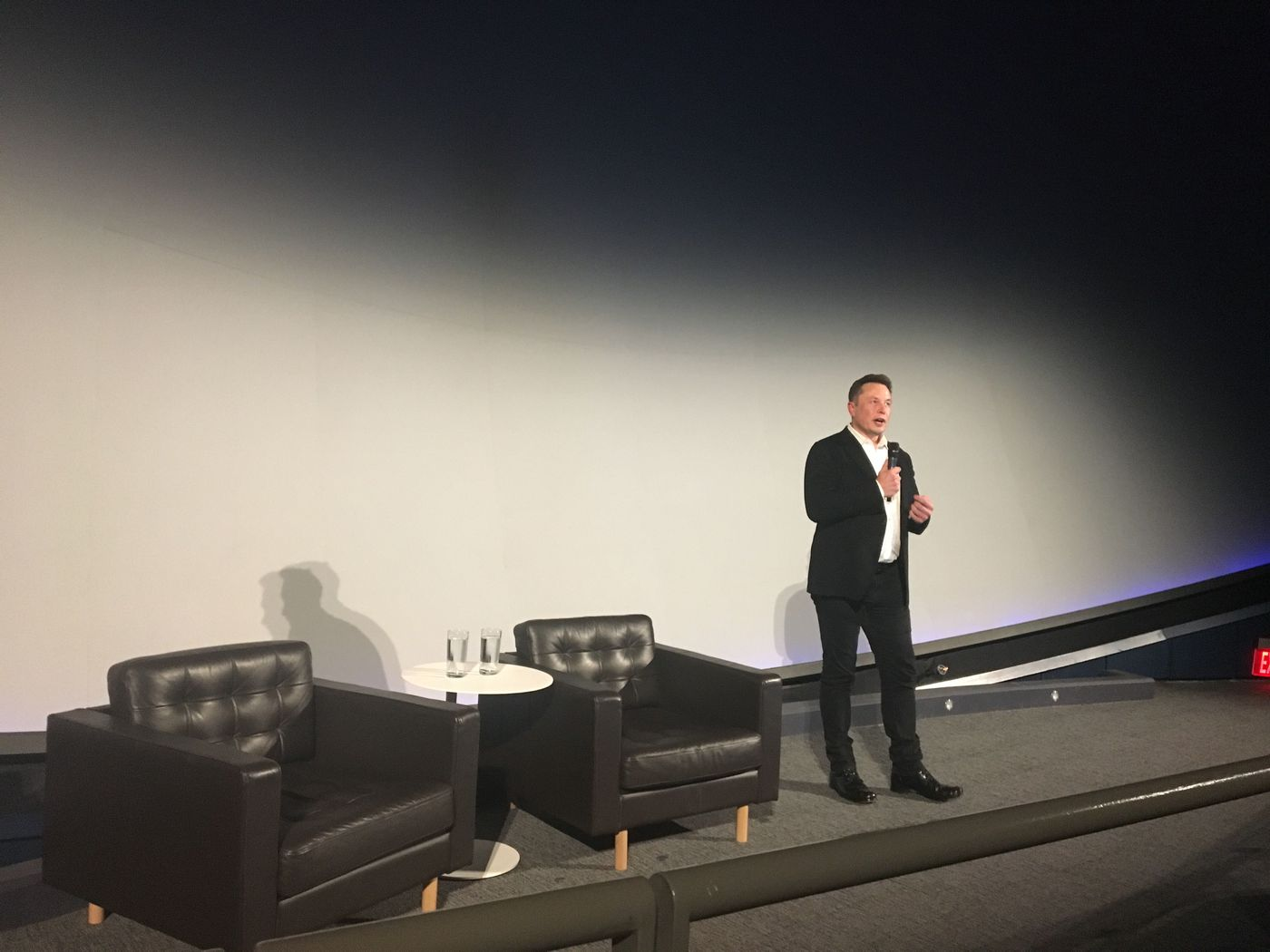 Elon Musk unveils Neuralink's plans for brain-reading 'threads' - The Verge