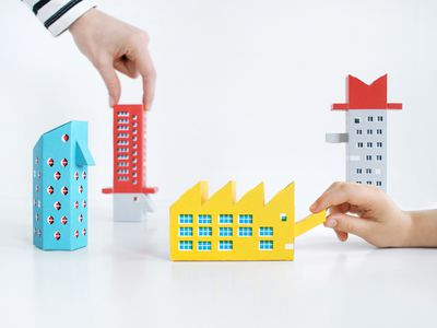 New paper model kit lets you toy with Constructivism