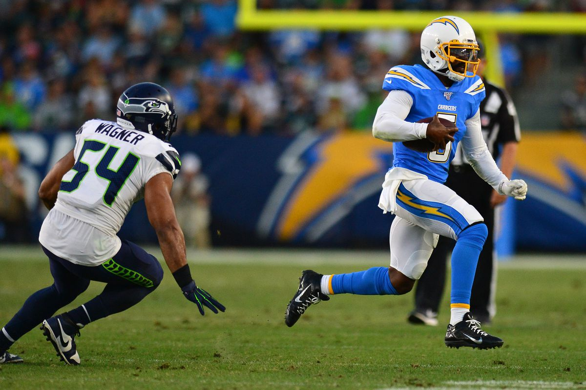 Seahawks Bobby Wagner, Mychal Kendricks bring pressure against Chargers