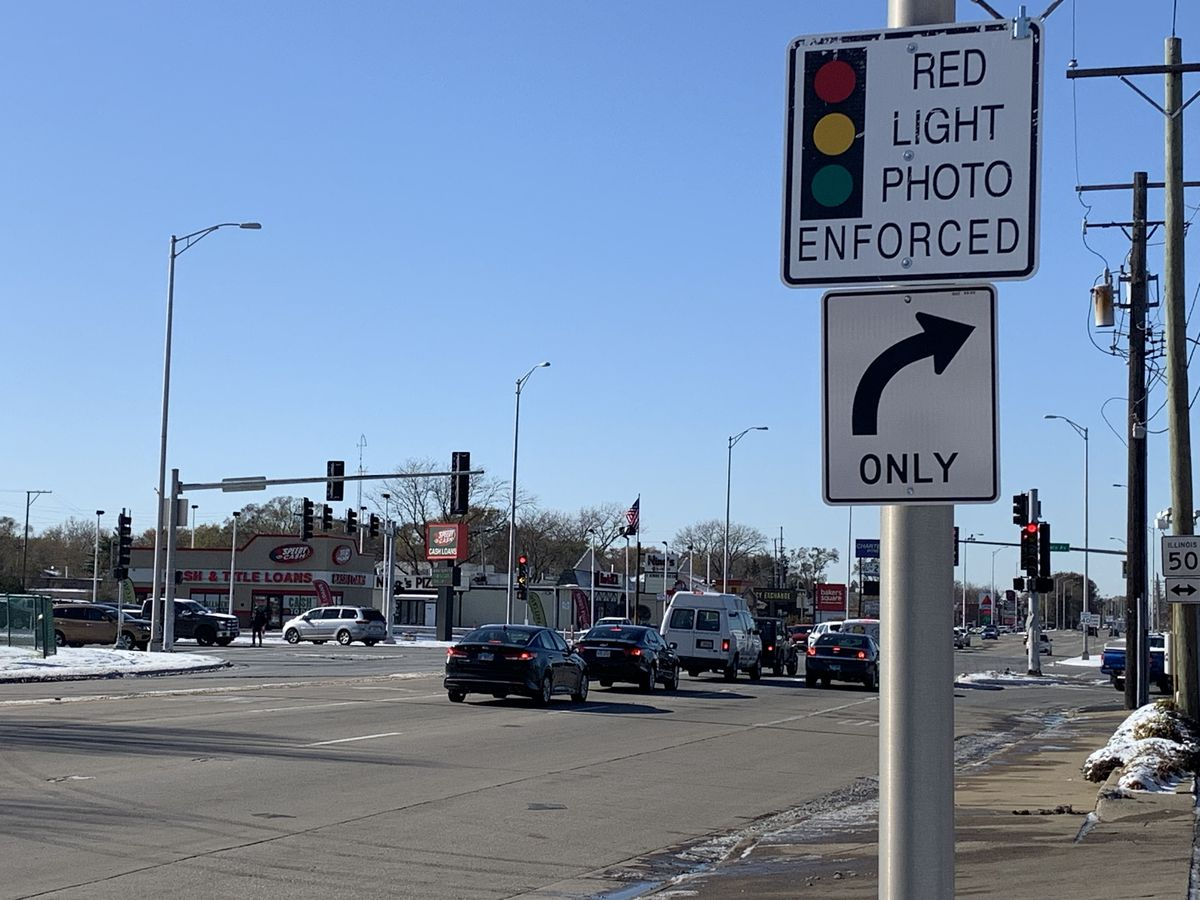 A sign warns that the intersection of 111th Street and Cicero Avenue in Oak Lawn has red-light cameras.