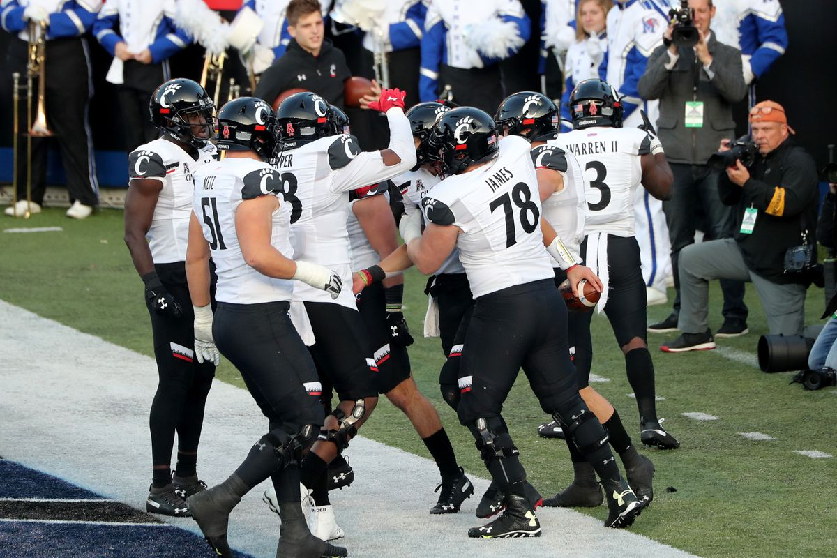 2020 College Football Season Preview Cincinnati Bearcats Win Total Recruiting Schedule And More Draftkings Nation