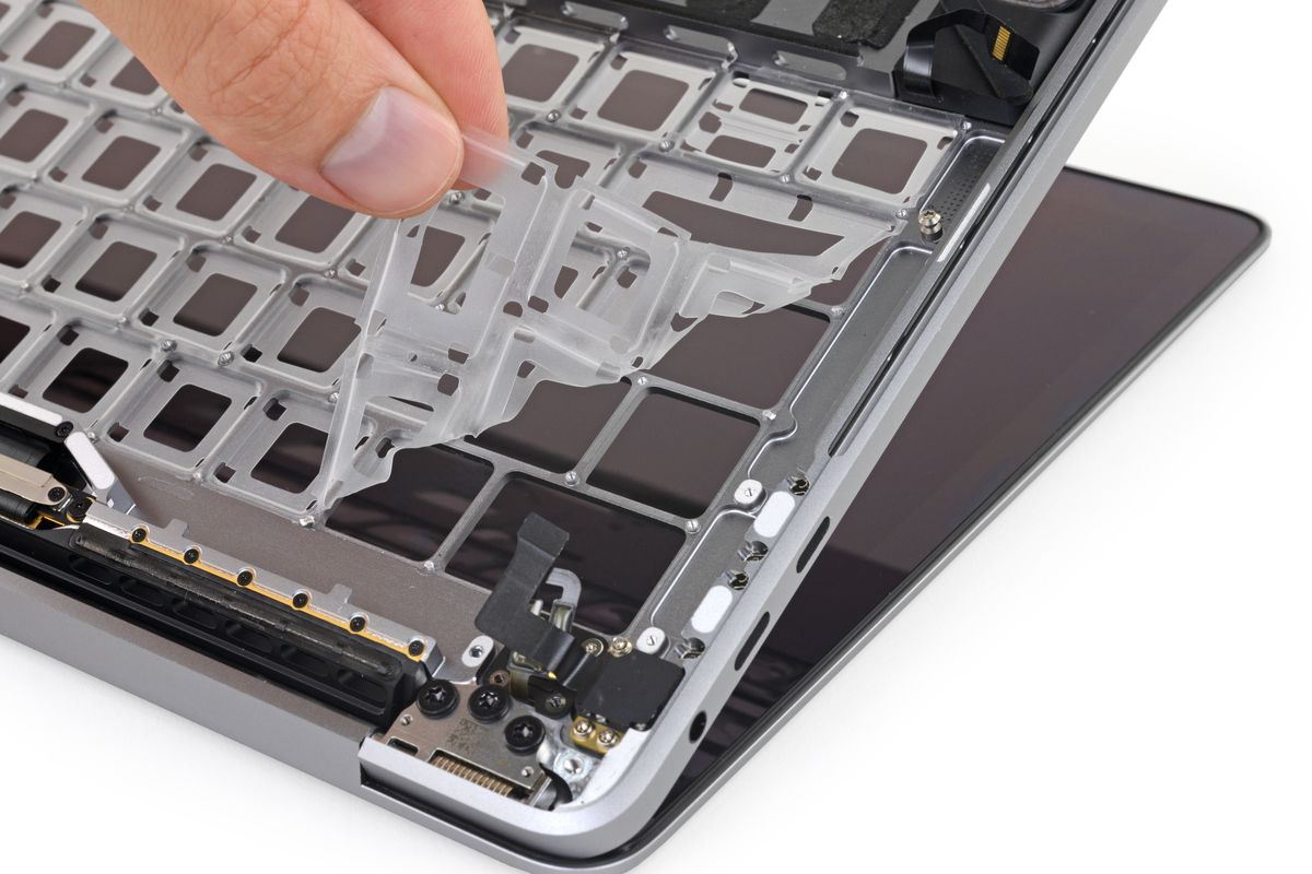 iFixit tests how the anti-dust membrane in new MacBook Pro really