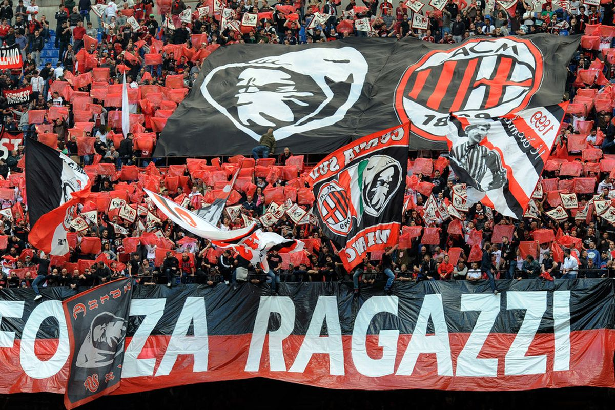MILAN, ITALY - APRIL 07:  AC Milan fans show their support during the Serie A match between AC Milan and ACF Fiorentina at Stadio Giuseppe Meazza on April 7, 2012 in Milan, Italy.  (Photo by Claudio Villa/Getty Images)